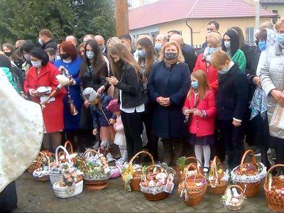 Воскресна Утрення , Надгробне, Великодня Літургія.Благословення та освячення Великодніх пасок та іншої поживи.